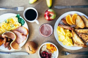 Food Buffet Etiquette Tips {Good To Know}